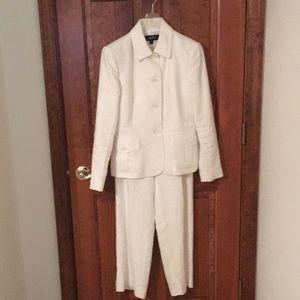Kasper 2 piece off-white linen pant suit